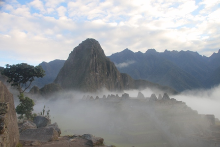 Machu Picchu, morning mist